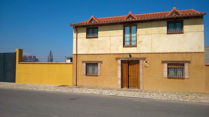 Casa rural la ca ada ayuntamiento de fresno el viejo - Can caponet casa rural ...