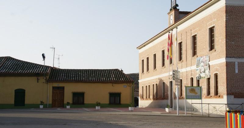 El Ayuntamiento de Fresno el Viejo remodela la Plaza Mayor del municipio