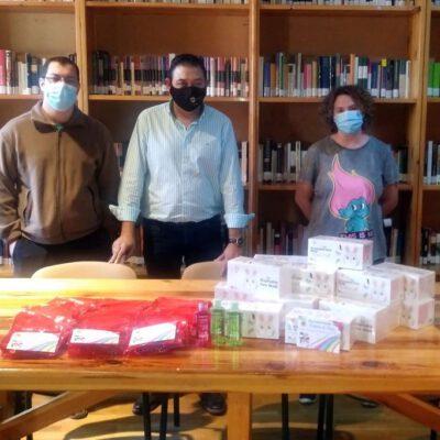El Ayuntamiento de Fresno el Viejo entrega un kit «ati-COVID» a los niños del Colegio