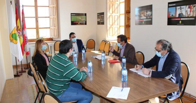El Delegado Territorial de la Junta de Castilla y León, Augusto Cobos Pérez, visita Fresno el Viejo