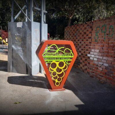 El Ayuntamiento instala un contenedor de recogida de tapones de plástico que se destinarán a fines solidarios